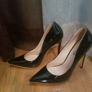 Shoes - Pointed toe black heel size 6